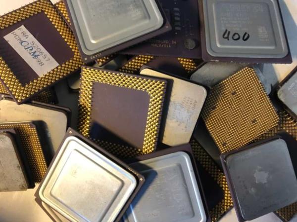 Computerprozessor - CPU Keramik mit Aludeckel